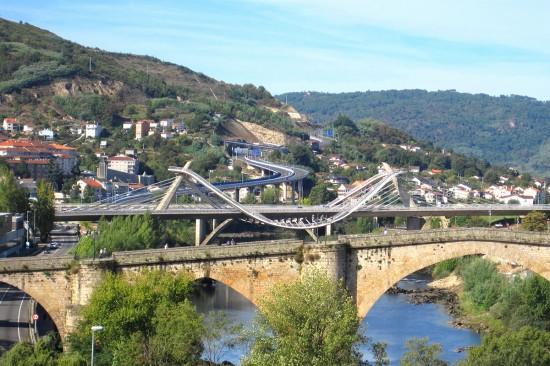 Fuente Wikimedia (http://commons.wikimedia.org/wiki/File:Puente_Romano-Ponte_Romana_y_Puente_del_Milenio-Ponte_do_Milenio._Ourense..JPG)