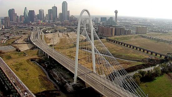 NBC 5 Dallas-Fort Worth. Fuente: (http://www.nbcdfw.com/news/local/Ice-Falls-From-Dallas-Hunt-Hill-Bridge-235413751.html)