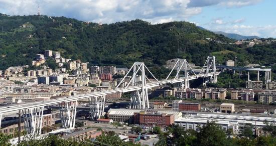 Fuente: Wikimedia (http://commons.wikimedia.org/wiki/File:Genova-panorama_dal_santuario_di_ns_incoronata3.jpg)