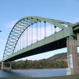 Un puente = muchos años