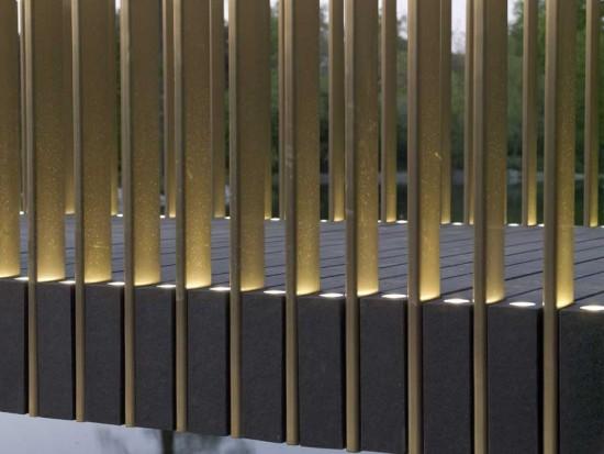 Pasarela Sackler en el real Jardín Botánico de Kew, Londres. Dos materiales nobles conforman el aspecto de la pasarela, granito y bronze. Referencia.