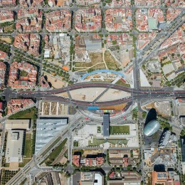 Plaza de les Glorias Catalanas, la plaza que nunca ha funcionado como tal