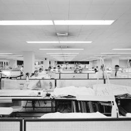 Oficinas SOM en Chicago, Illinois, Estados Unidos, 1952. Fotografía deEzra Stoller. Fuente.
