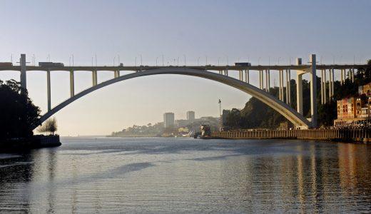 Oporto, el Skyline de los puentes. El puente de la Arrábida